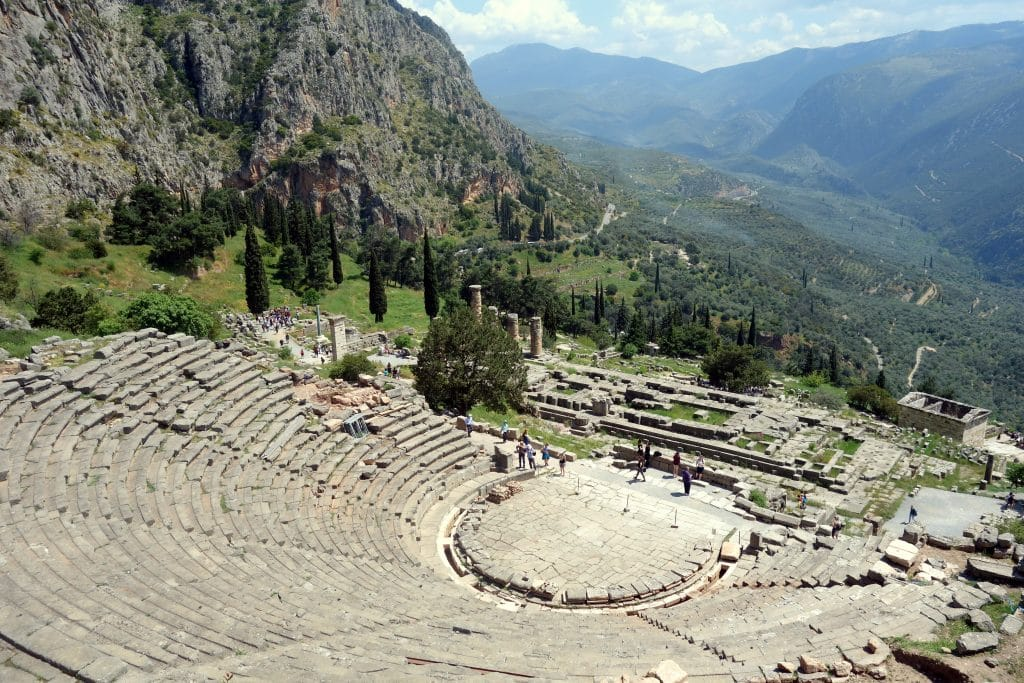 site archéologique de delphes : amphithéâtre