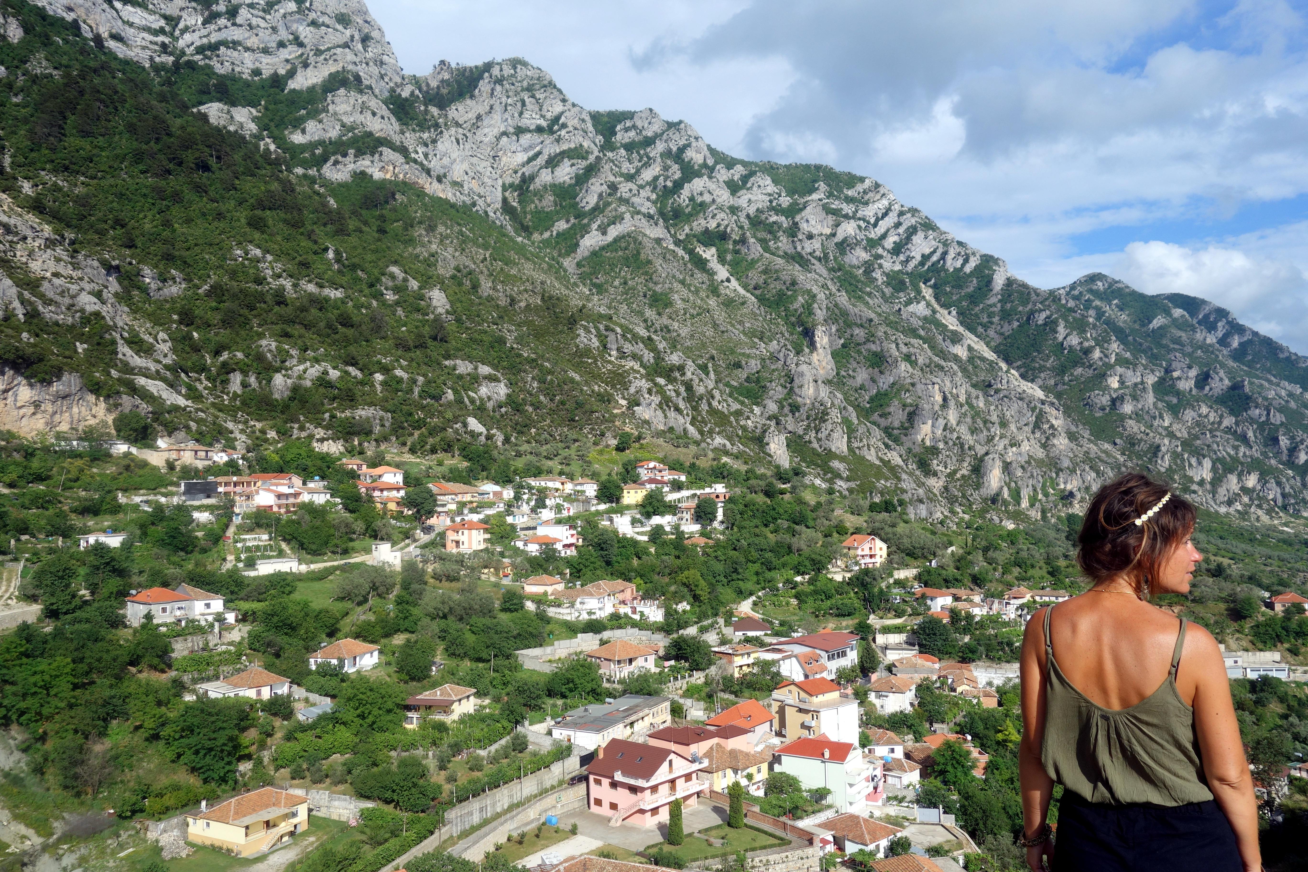 Vue sur les montagnes de kurje