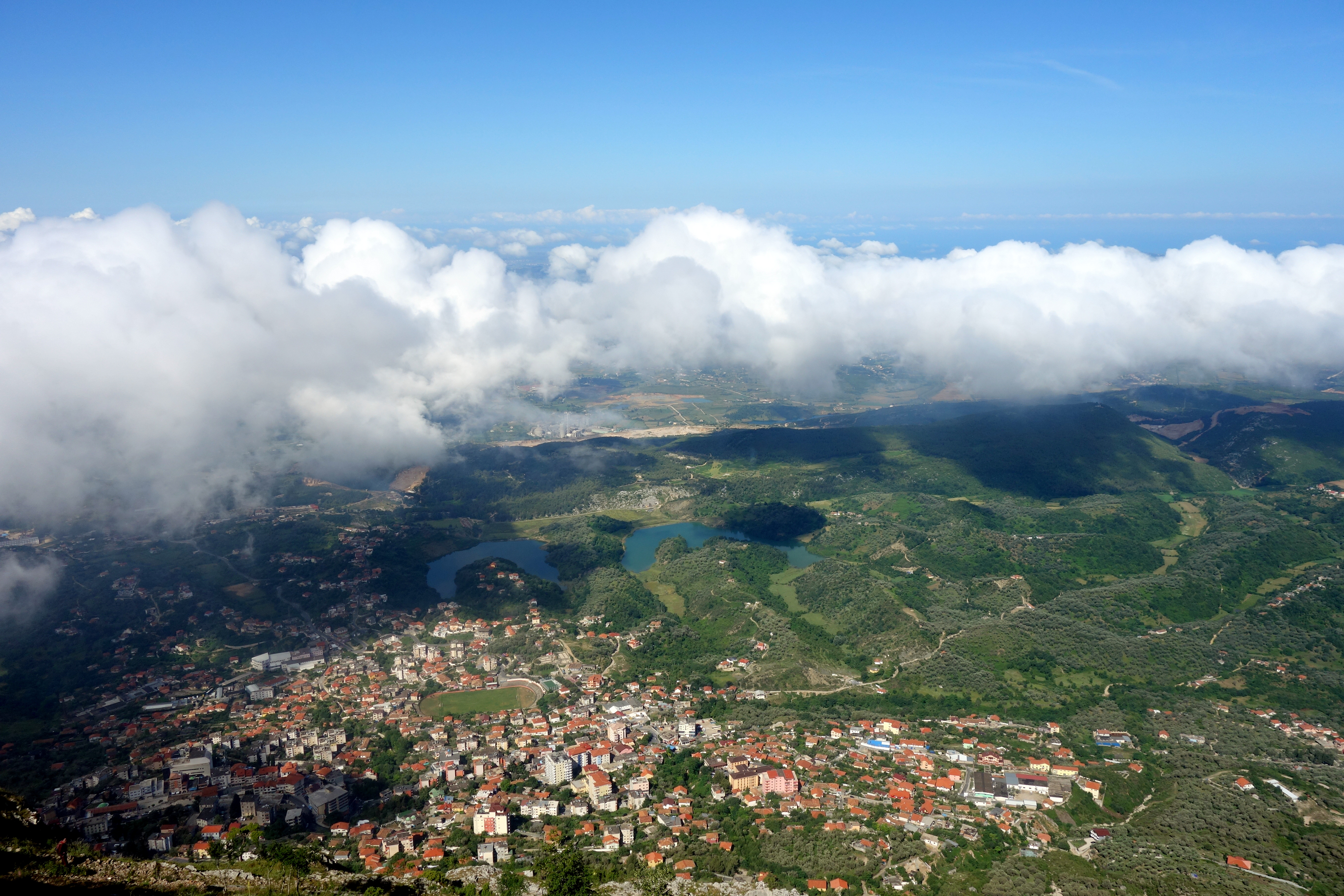 les nuages au-dessus des paysages albanais