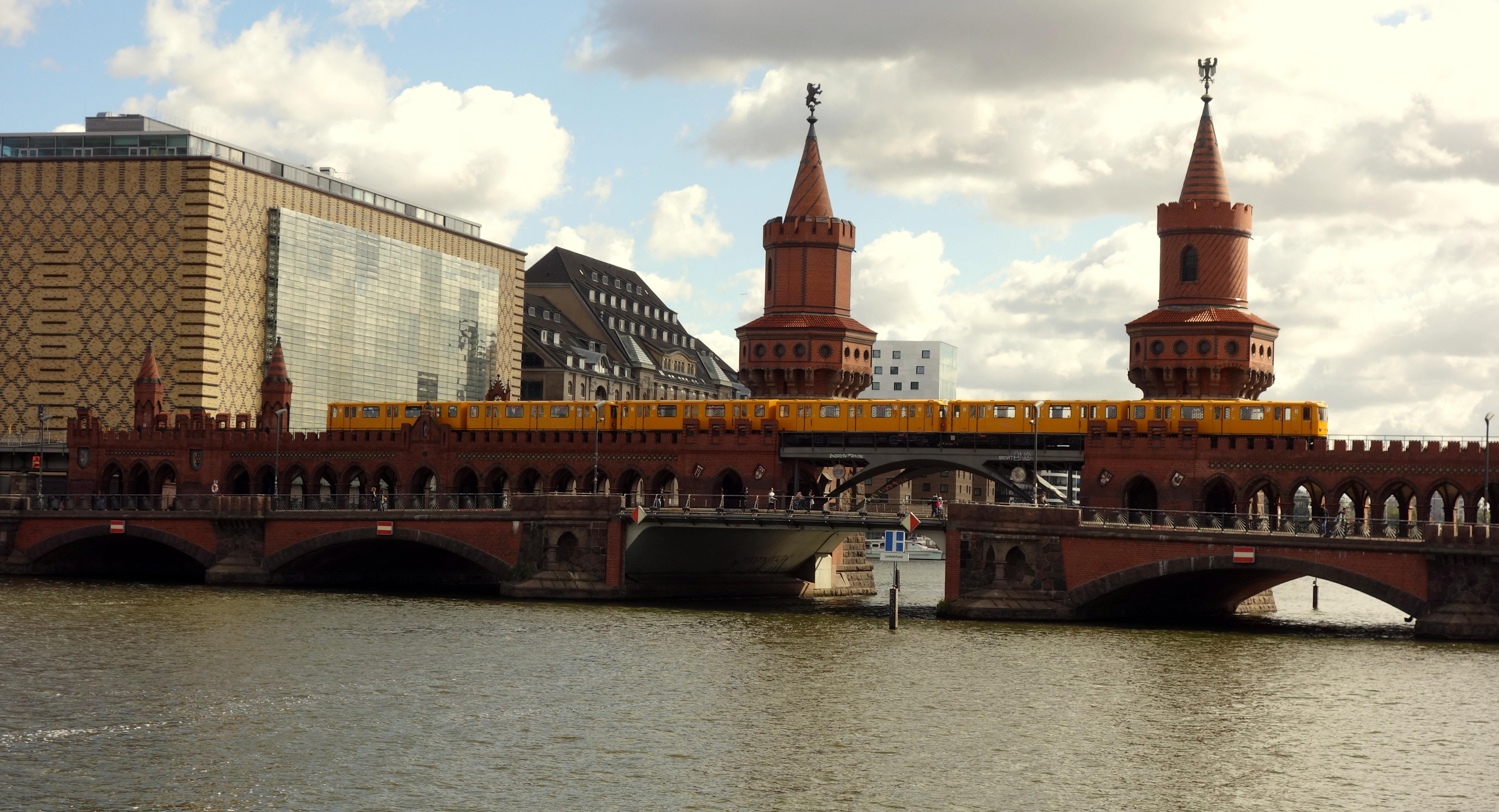 Le célèbre pont oberbaumbrücke
