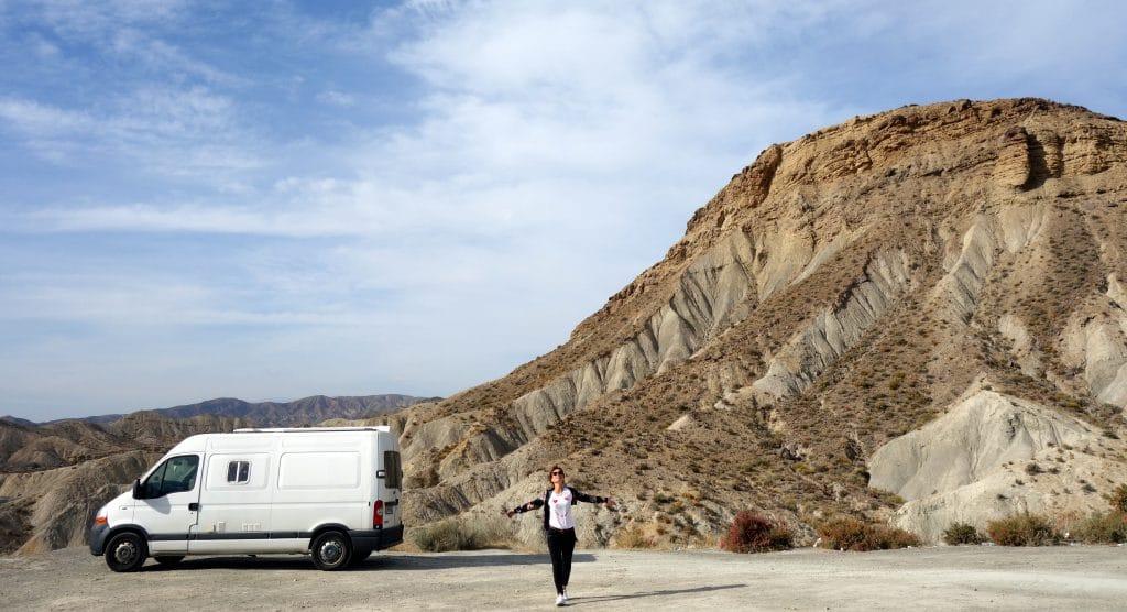 Garé au milieu du désert de Tabernas
