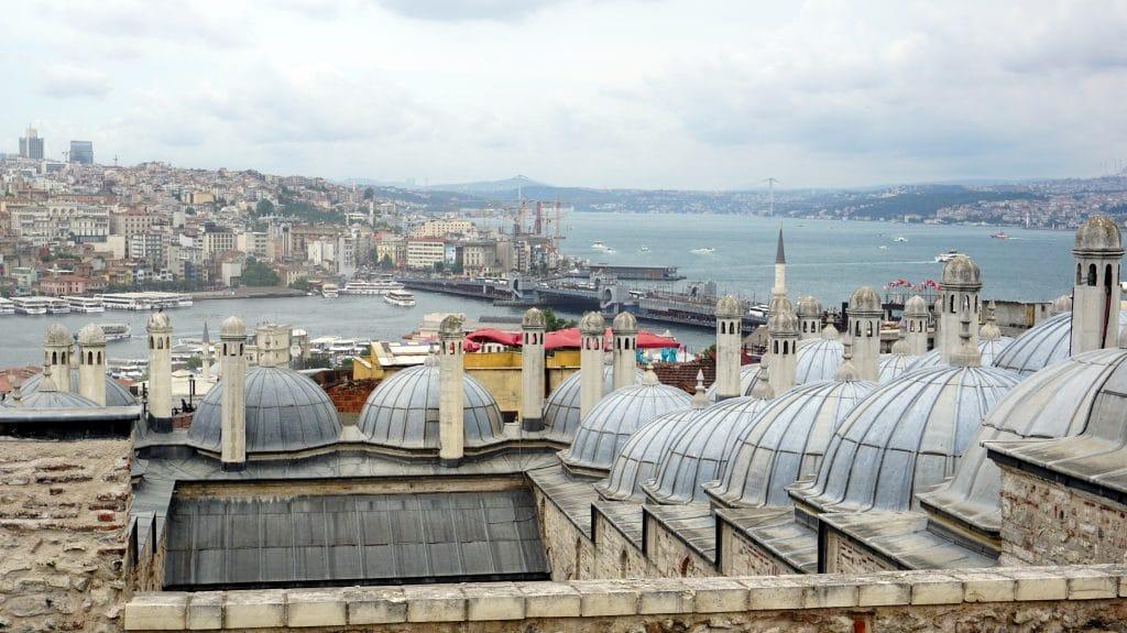 les dômes de la mosquée Suleymaniye d'Istanbul