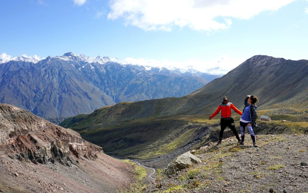 les montagnes de kazbegi en géorgie