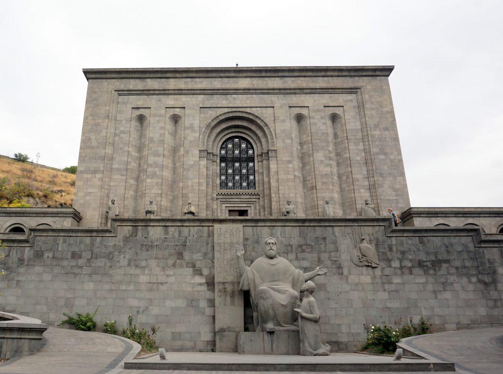 musée matenadaran de erevan