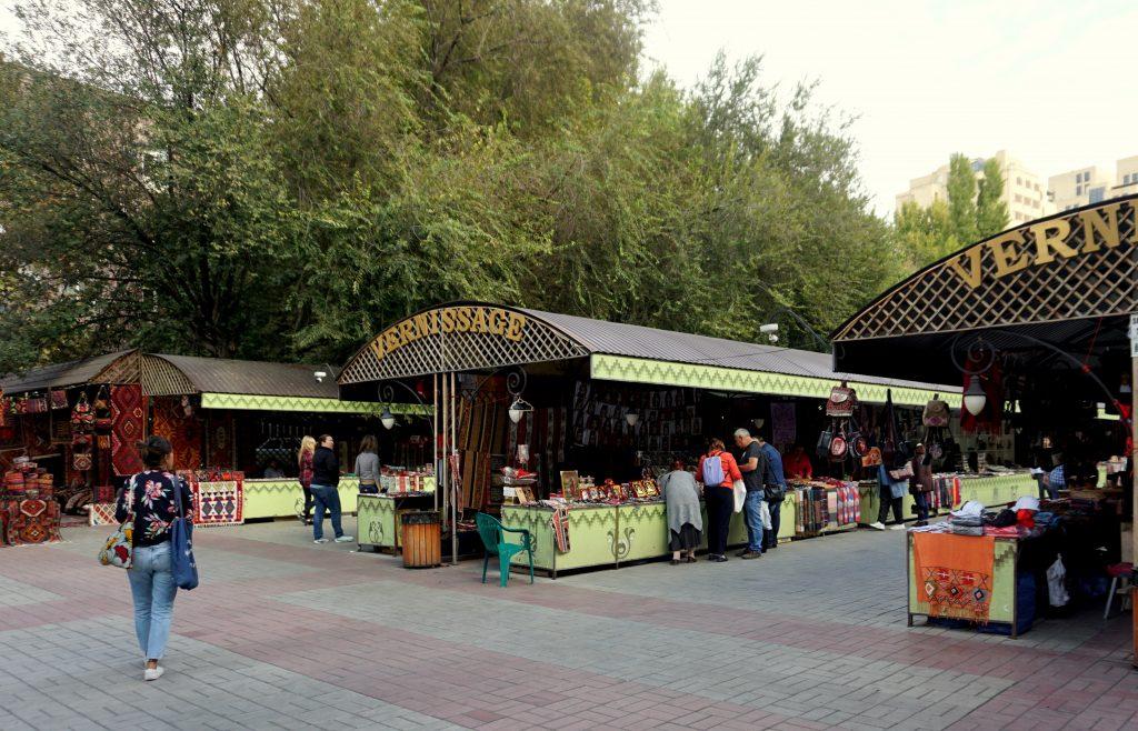marché aux puces le vernissage de erevan