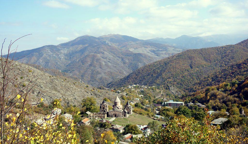 Arménie, parc du dilijan vue sur le monastère de gosh