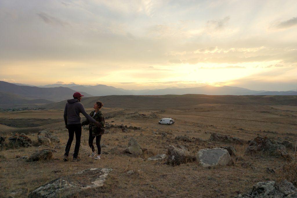 paysages en arménie au coucher du soleil