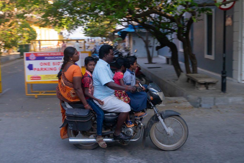 Inde, famille en moto